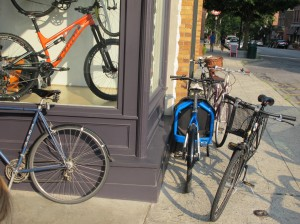 The cargo bike business is a separate enterprise, but they can be ordered from the shop.